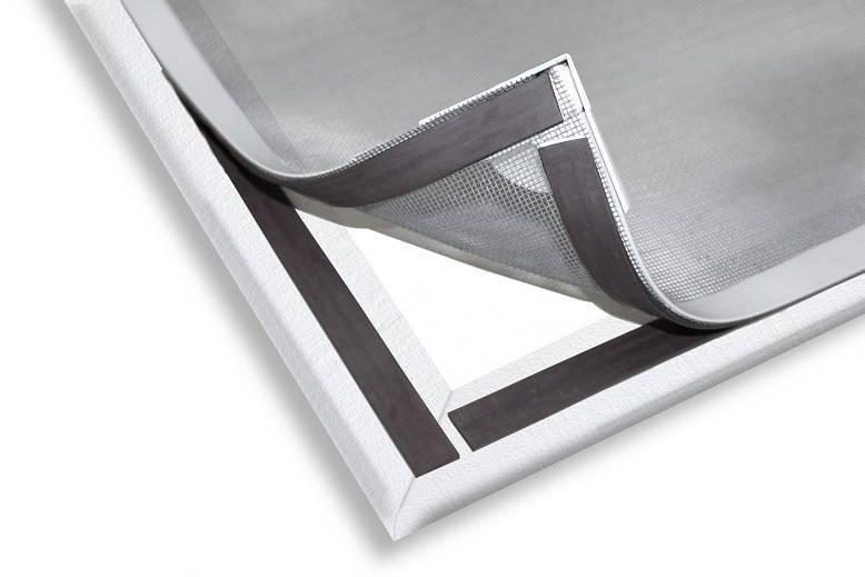 Em tempos de tantas doenças causadas por mosquitos, o lançamento da Block Insetos é oportuno. A tela mosqueteiro magnética possui sistema de fitas que possibilita a fixação com imãs, adequando-se a janelas de alumínio, madeira, PVC, alvenaria ou ferro.