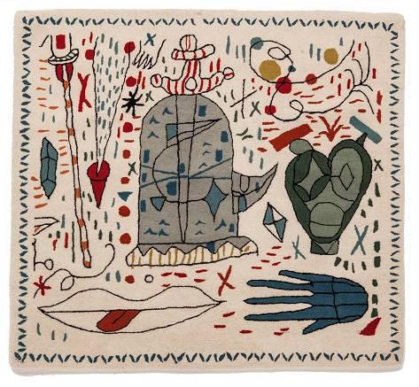 Já Jaime Hayon criou desenhos surrealistas para o aniversário de 30 anos da Nanimarquina. Homens com cabeça de pássaro, partes do corpo soltas, tartarugas e outros elementos convivem nos tapetes da marca espanhola.
