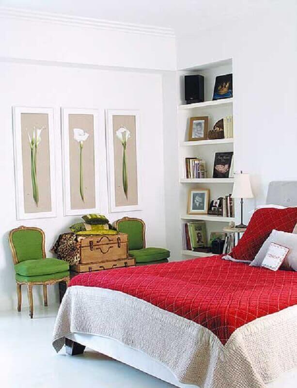 decoração clean com nichos embutidos na parede para quarto