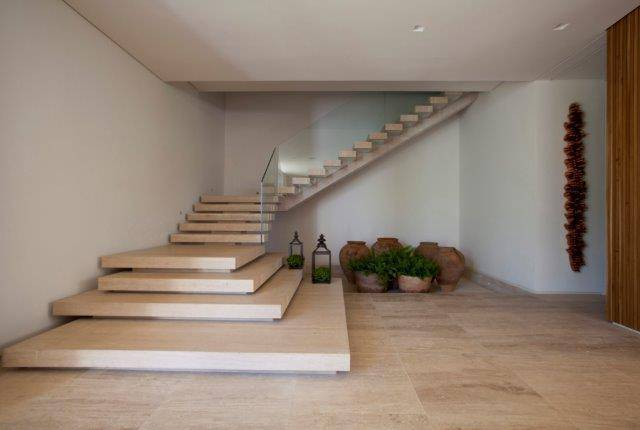 escada debora aguiar