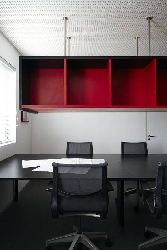 nichos vermelhos para escritório
