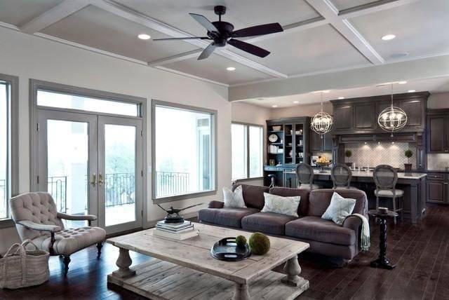 ventilador de teto na sala de estar 4706