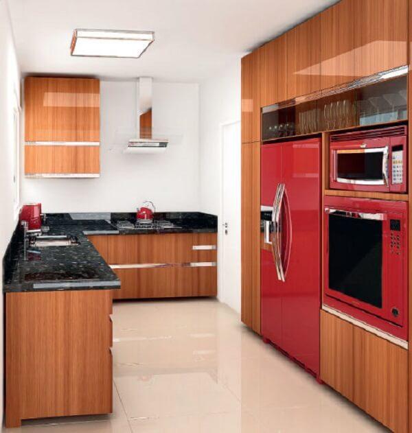 Cozinha moderna e estilosa conta com tons de vermelho