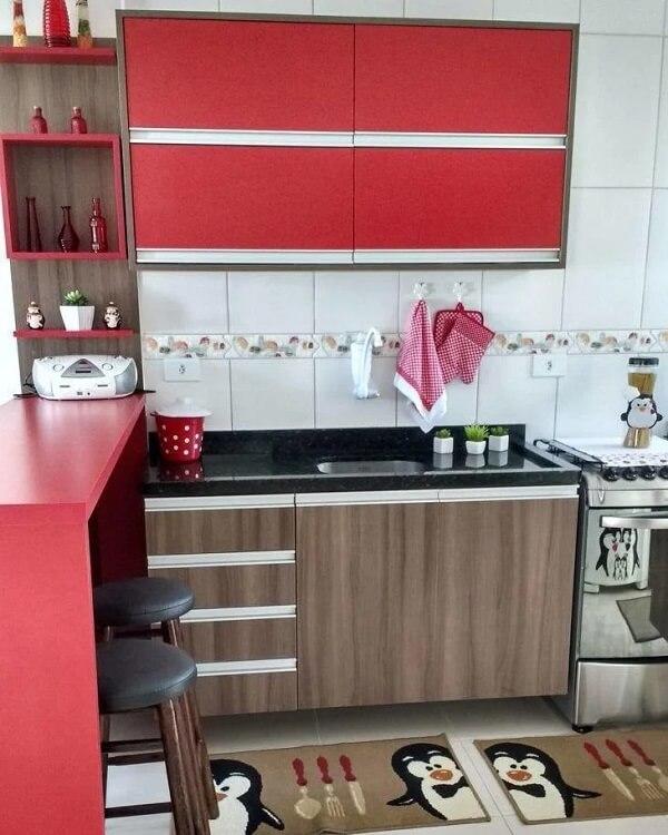 Forme uma linda cozinha vermelha