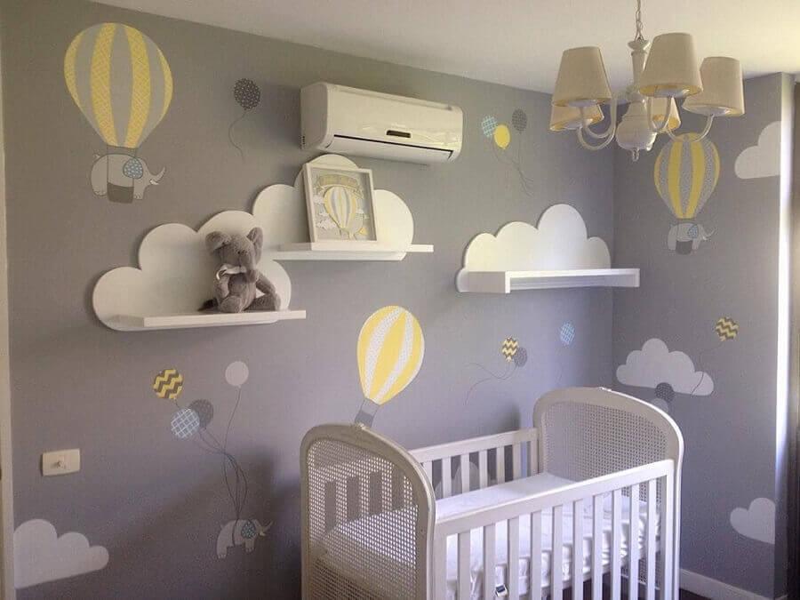 adesivos para quarto de bebê cinza e branco com desenhos de balões e elefantes Foto Pinterest