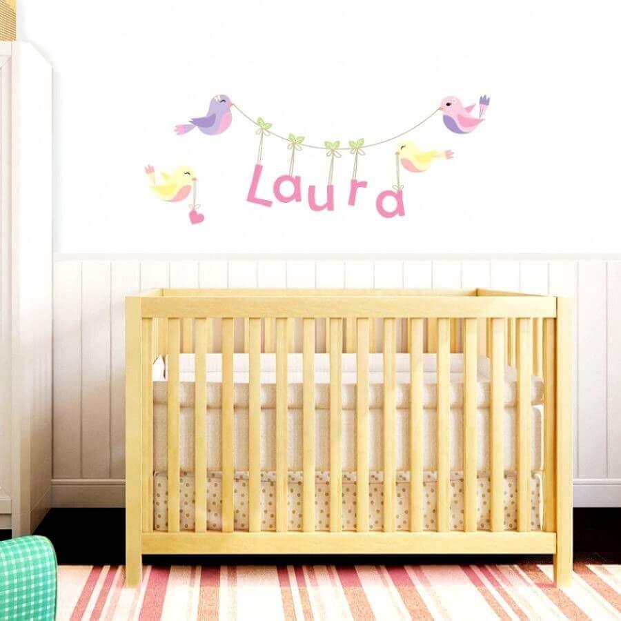 adesivos para quarto de bebê feminino com berço de madeira Foto Loja Mimo Infantil