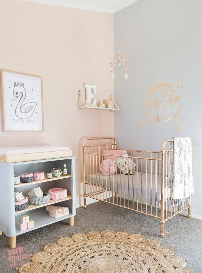adesivos para quarto de bebê feminino com berço dourado Foto Jogja Story
