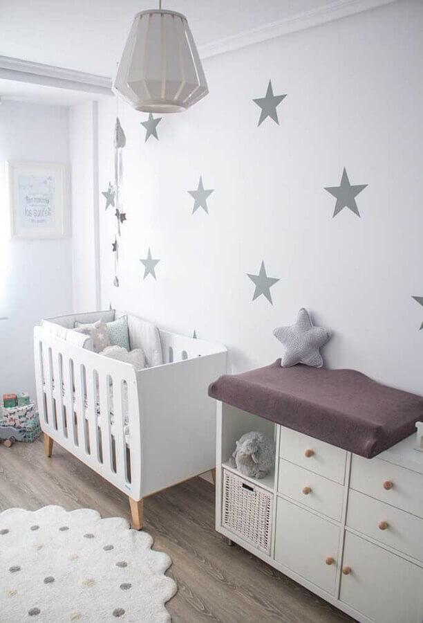 decoração clean com adesivos para quarto de bebê todo branco Foto Why Santa Claus