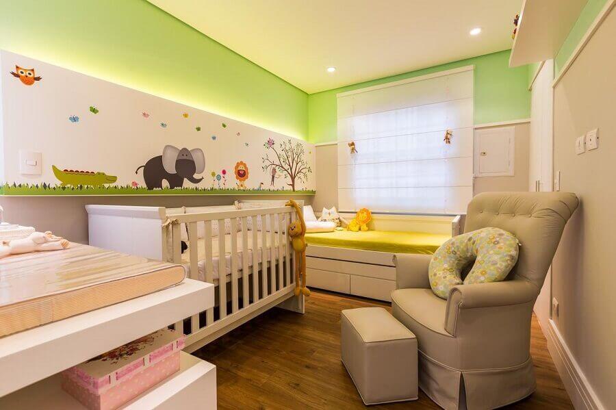 decoração colorida com adesivos para quarto de bebê Foto BY Arq&Design