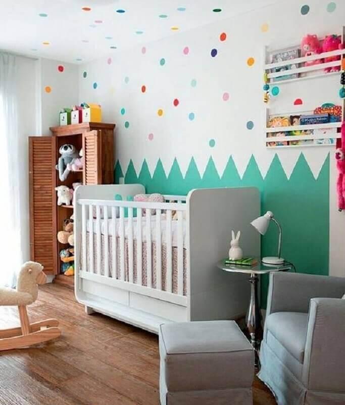 decoração colorida com adesivos para quarto de bebê Foto Detalhes Mágicos