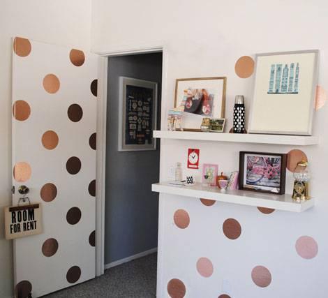 decoração com papel de parede porta