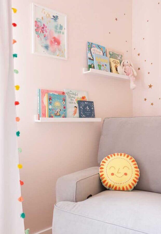 decoração delicada com adesivos para quarto de bebê rosa Foto Pinosy