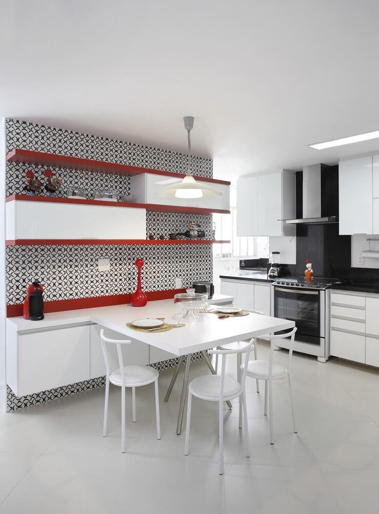 Decoração de cozinha com detalhes vermelho