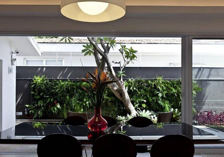 Decoração com jardim vertical para sala