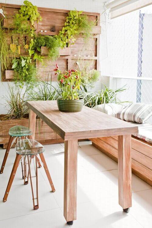 Decoração rústica com jardim vertical