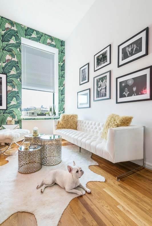 Sala de estar moderna com persianas