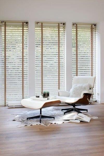 Persianas para sala de estar com poltrona confortável