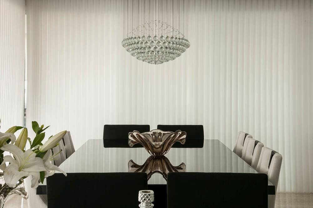 persianas para sala de jantar com lustre