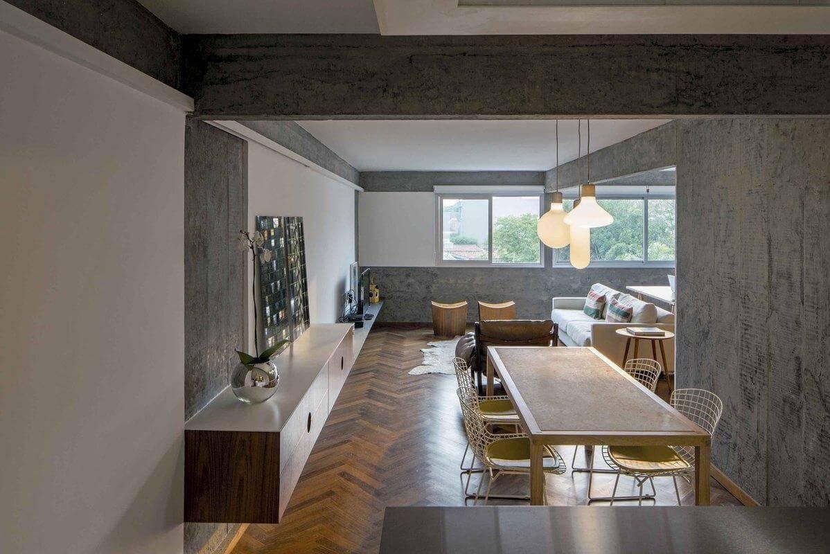 Sala com piso de madeira de taco formando padrão zigue zague Projeto de Pascali Semerdjian