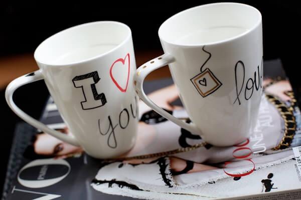 Canecas do amor para o dia dos namorados