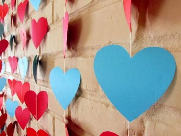 Cortina de corações para decoração dia dos namorados