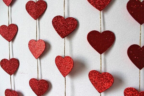 Cortina em formato de corações para o dia dos namorados