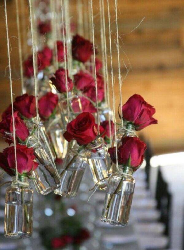 Flores complementam a decoração de dia dos namorados