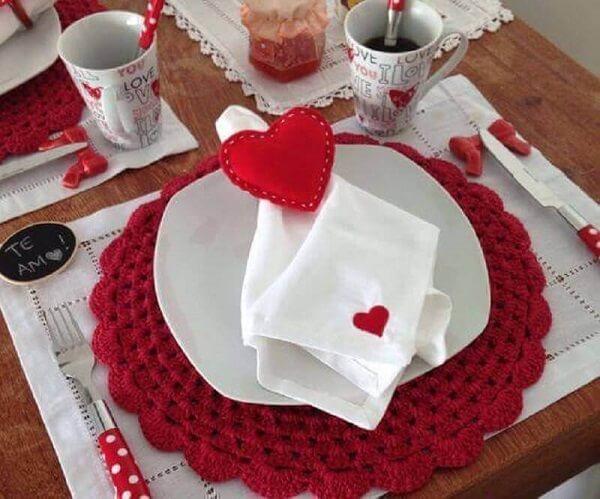 Sousplat de crochê para decoração de dia dos namorados
