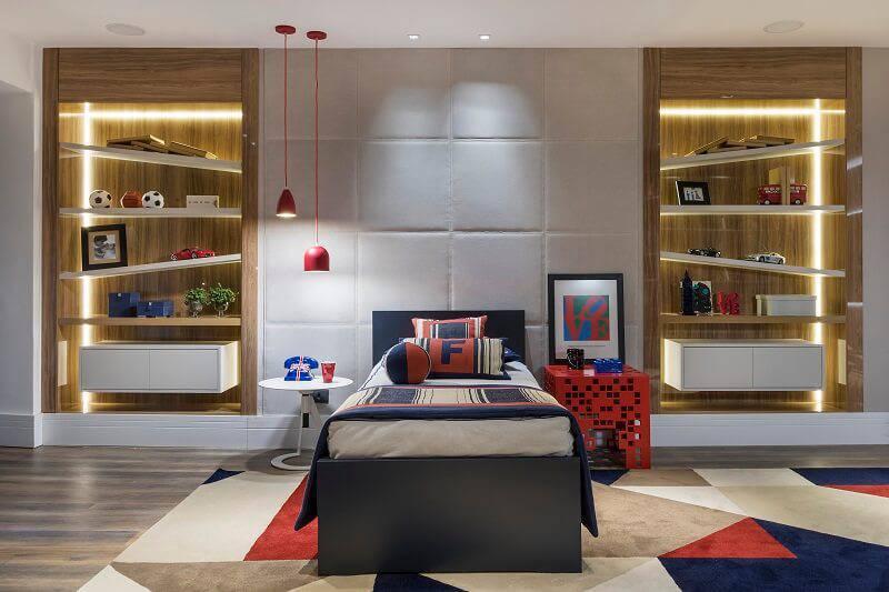 Pendente vermelho quarto de menino