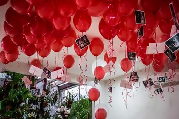 Utilize balões e fotos do seu amor na decoração de dia dos namorados