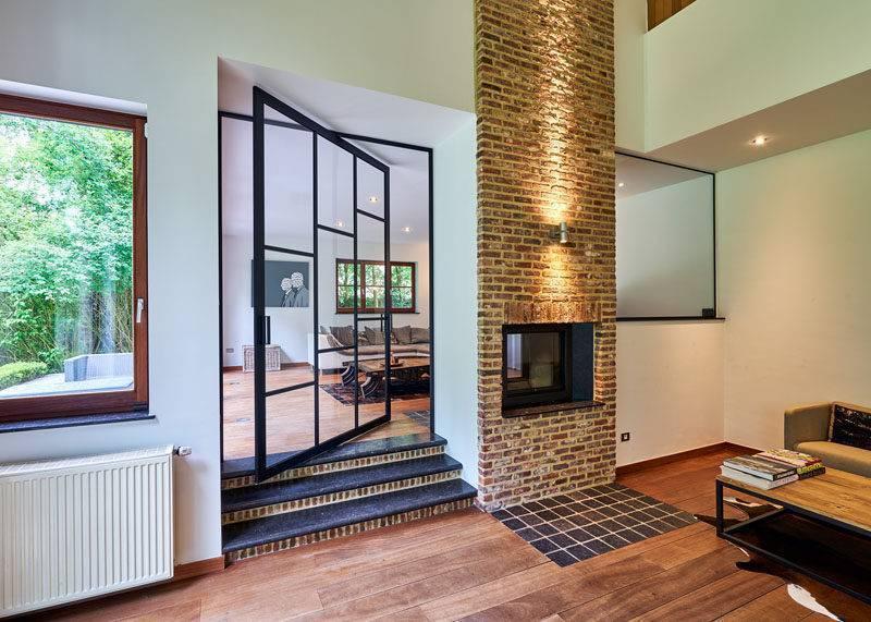 Casa dos sonhos - Porta pivotante em vidro