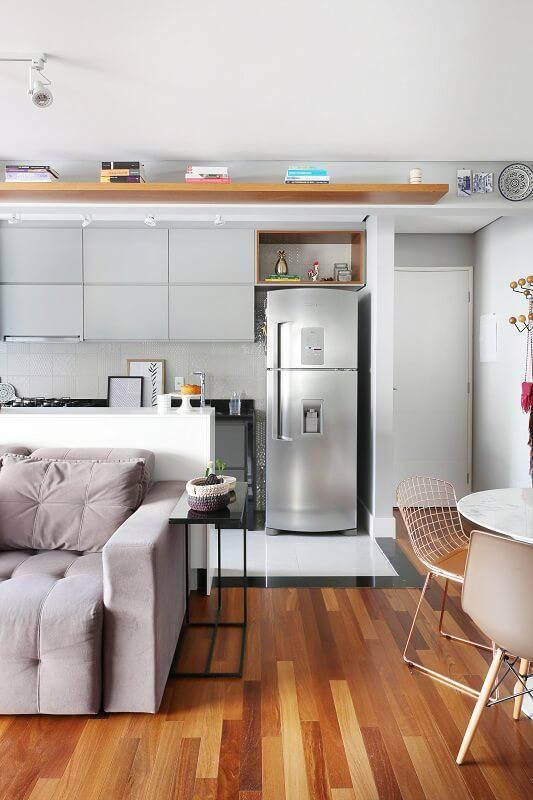 apto 43 sala de estar sofa cozinha