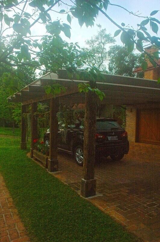 Garagem em casa de campo