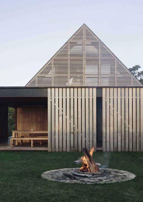 Casas de campo com lareira externa