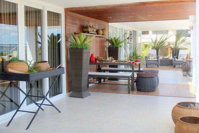 Casa de campo com varanda espaçosa