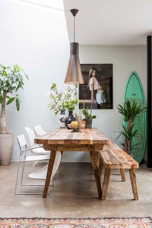 A prancha de surf pode compor lindamente a decoração de uma casa de praia