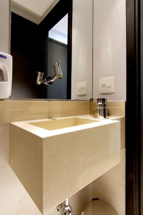 Espelho para banheiro com torneira Projeto de Zark Studio Lab Servicos