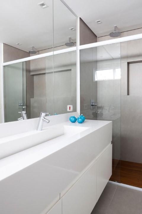 Espelho para banheiro grande Projeto de Tria Arquitetura