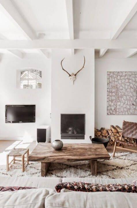Sala de estar estilo escandinavo com toques rústicos