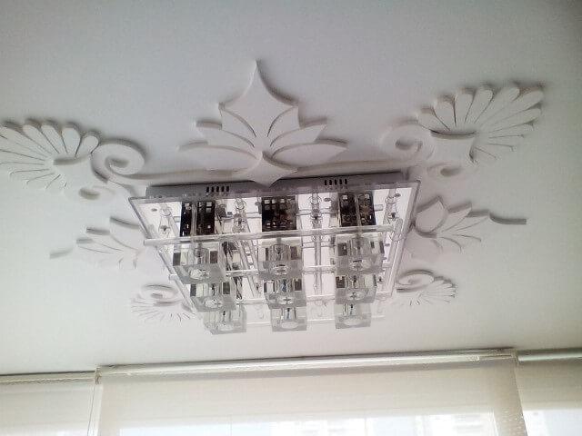 Sanca de gesso fechada com ornamentos