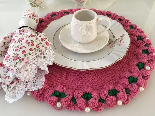 Sousplat de crochê na cor de rosa