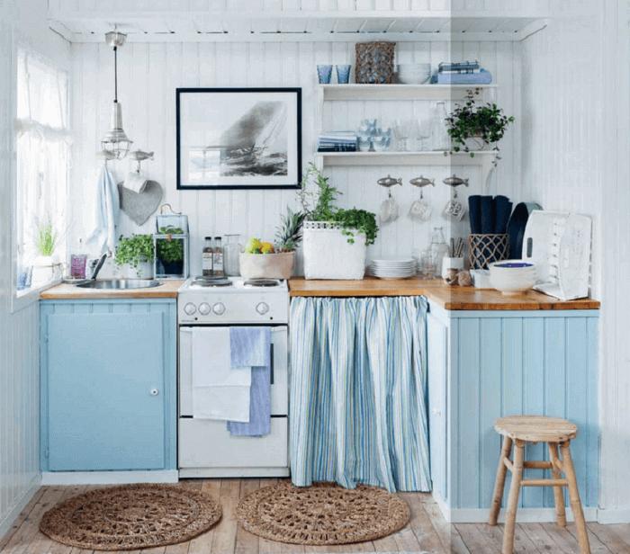 Traga tons de azul para o ambiente da cozinha da casa da praia