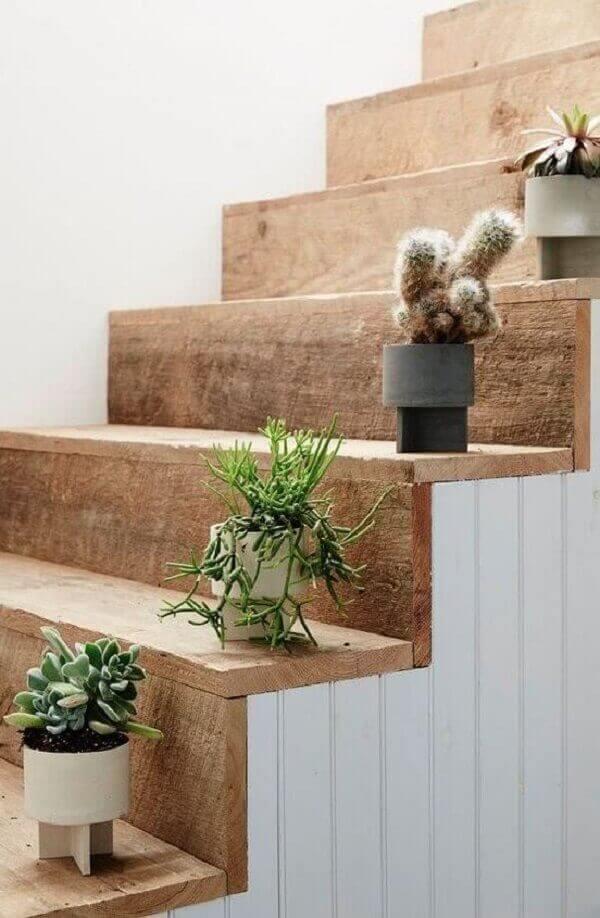 cactos na decoração de escada