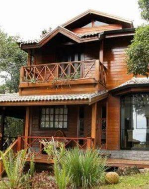 casa pré moldada madeira com janela grande