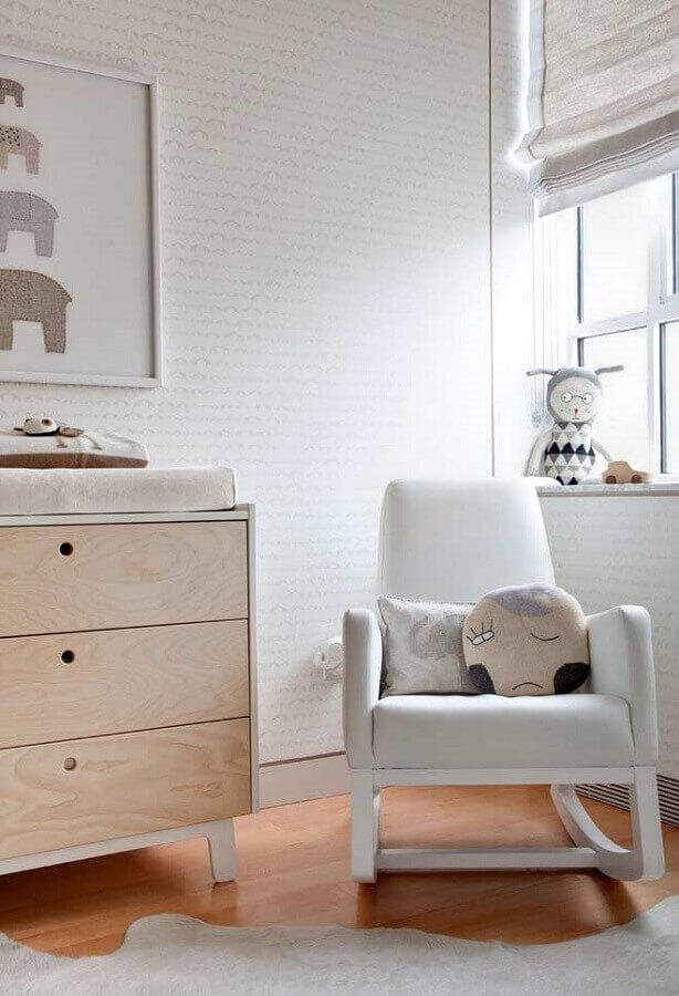 decoração clean para quarto de bebê com poltrona de amamentação branca de balanço Foto Houzz