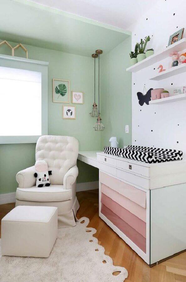 decoração simples para quarto de bebê com poltrona de amamentação branca Foto Casa de Valentina