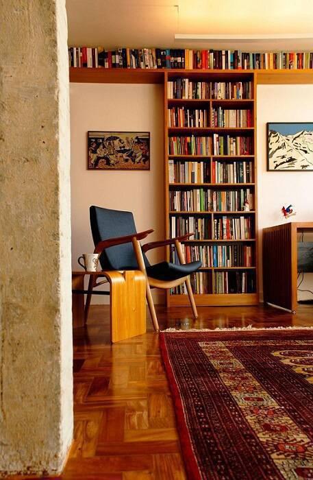 estante de livros em madeira sala de leitura odvo arquitetura 102927
