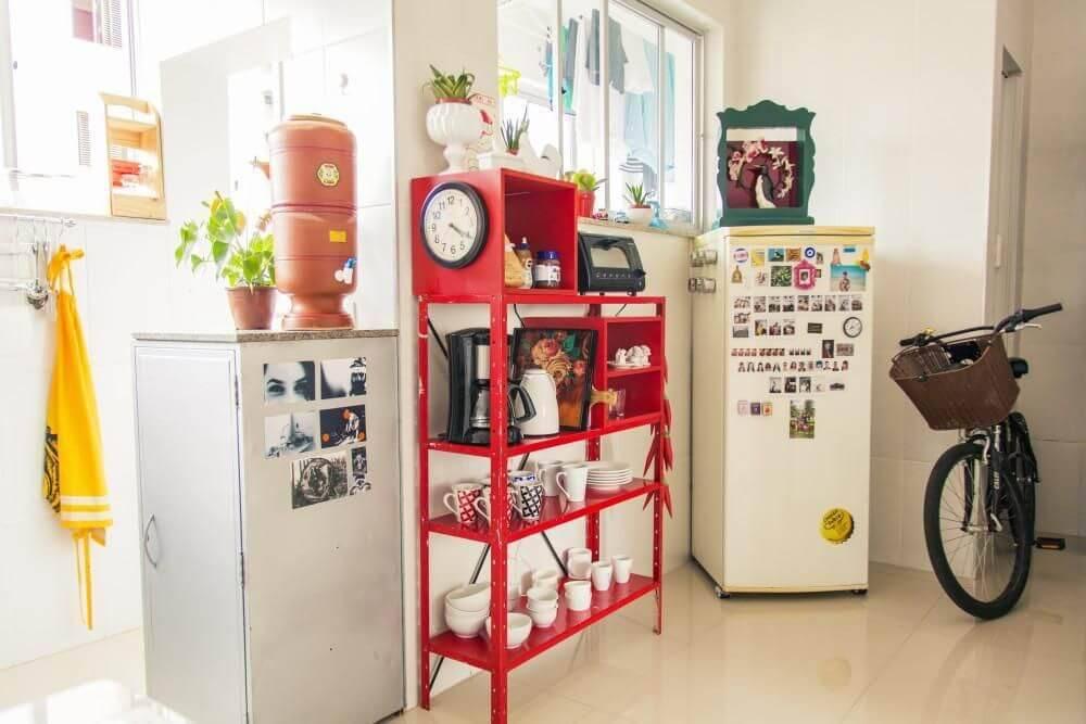 estante de metal colorida cozinha pequena casa aberta 18514