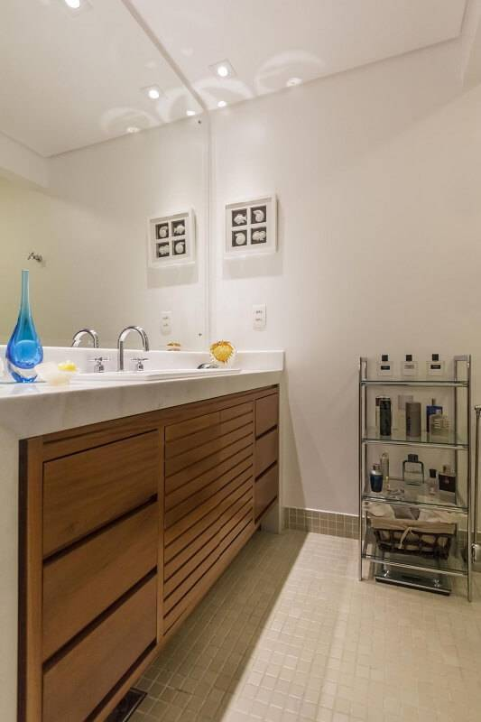 estante metal e vidro baixa banheiro fernanda duarte 64787