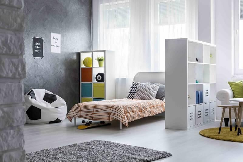 estante multiuso espaços quadrados quarto de menino